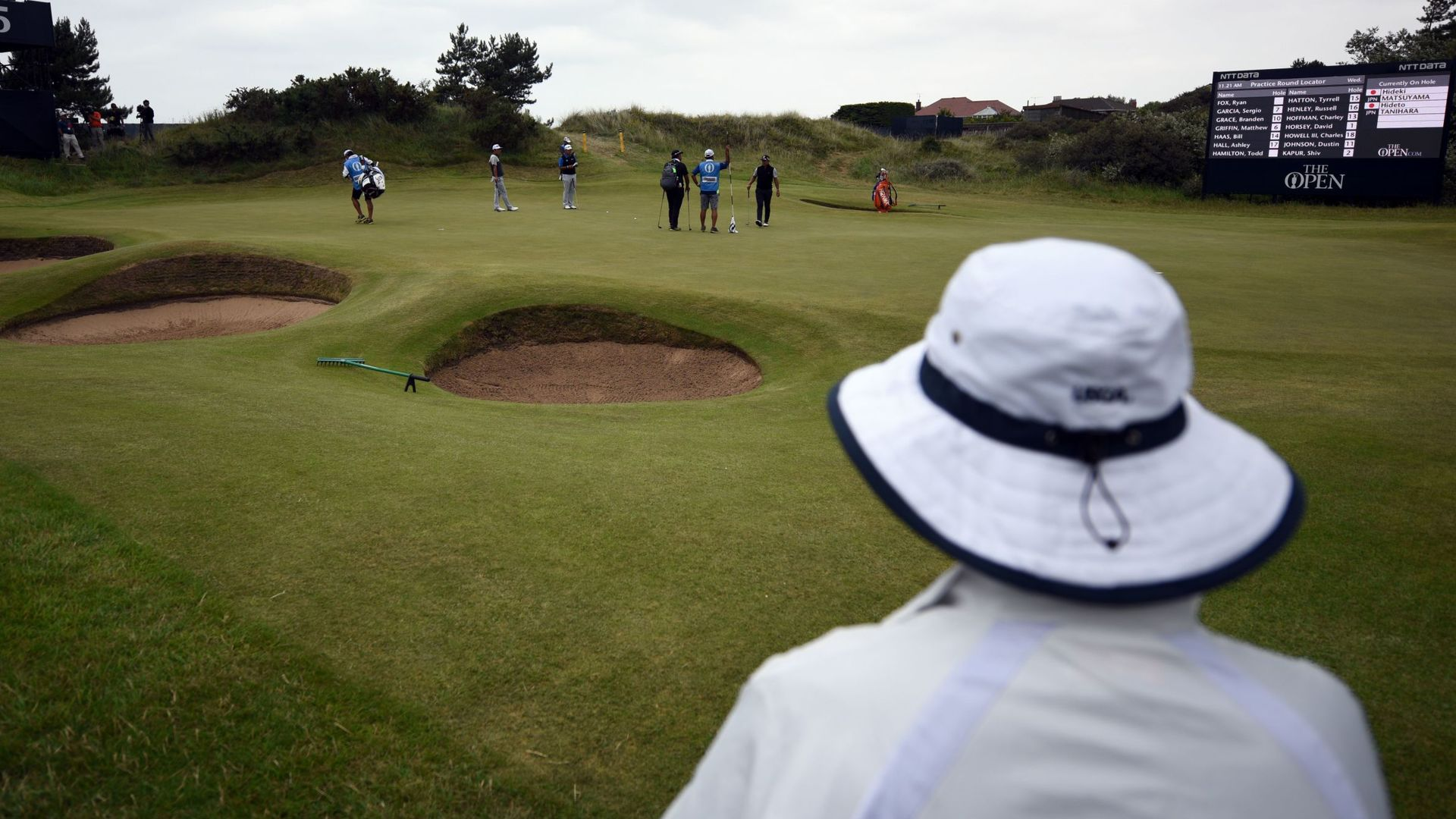 'Some sports activity' allowed; English golf courses can reopen
