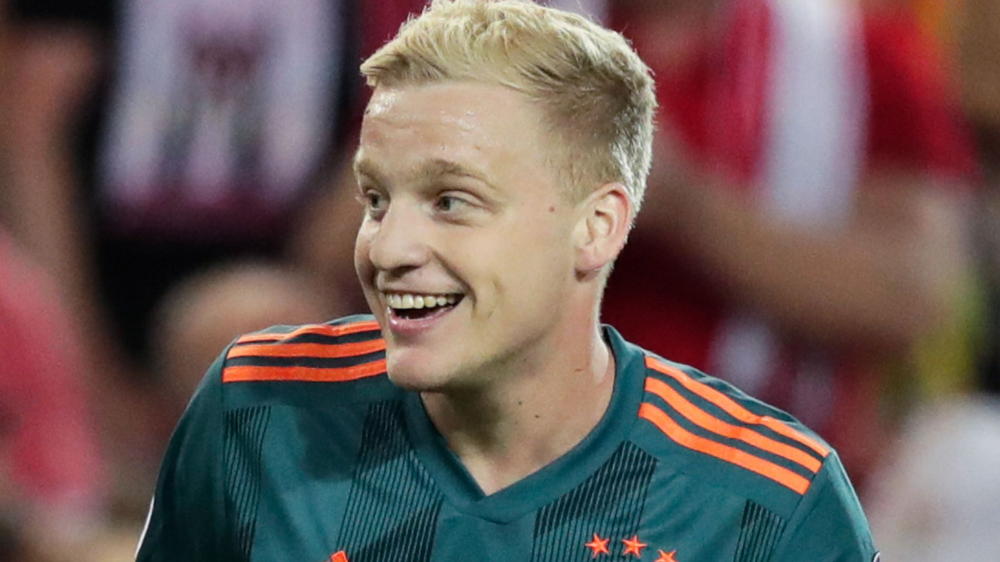 Donny Van De Beek Why Do Manchester United Want To Sign The Ajax Midfielder Football News Sky Sports
