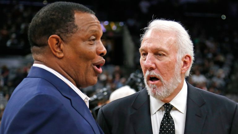 Coaches Alvin Gentry and Gregg Popovich exchange words