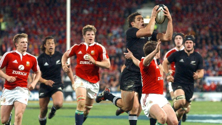 Carter beats Shane Williams to the ball in the second Test in Wellington