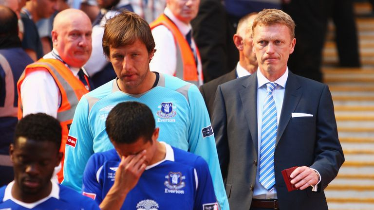 Everton manager David Moyes looks dejected after the 2009 FA Cup final