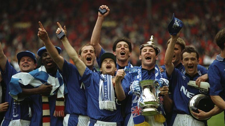 Everton win the 1994/1995 FA Cup.