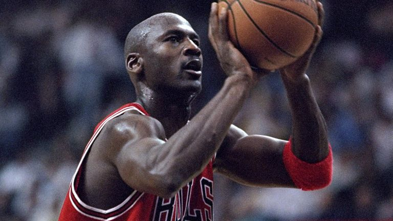 Michael Jordan shoots a free throw for the Bulls during the 1997-98 season