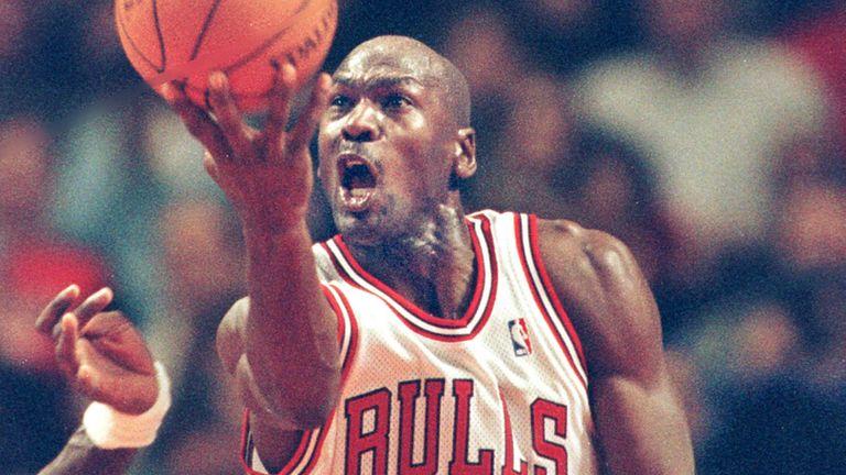 Michael Jordan elevates to score against the Atlanta Hawks in February 1998