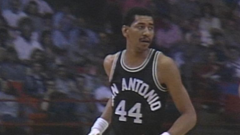 Relive George Gervin's epic 41-point performance as the San Antonio Spurs levelled their first round playoff series at one apiece with the Denver Nuggets in 1985.