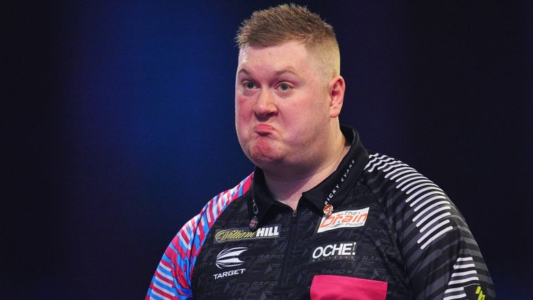 Ricky Evans saw his slim chances of progression fade in the final match of the night