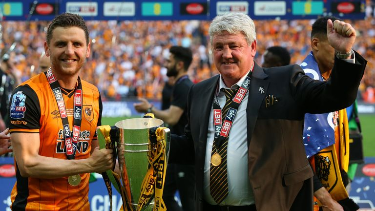Bruce and son Alex celebrate Hull's victory in the 2016 Championship play-off final