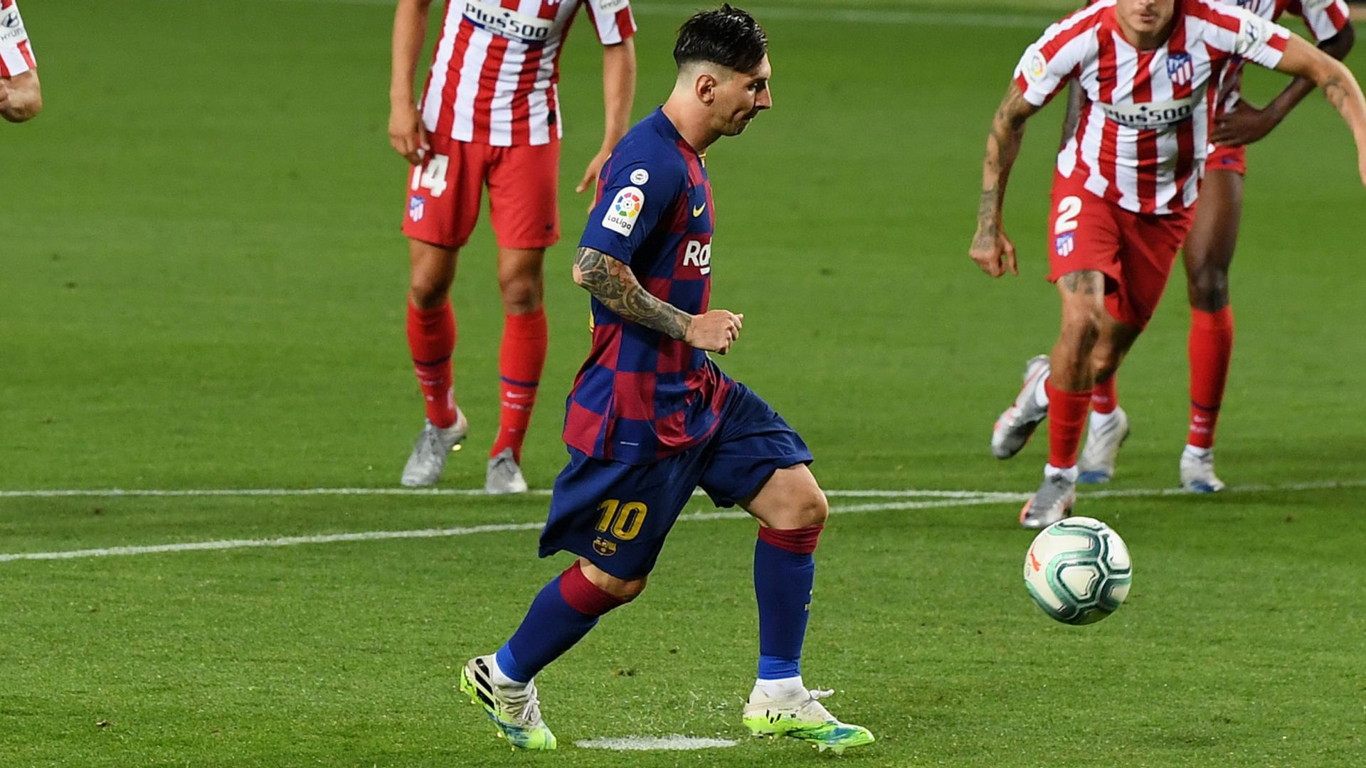 Messi nets 700th goal but Barca held