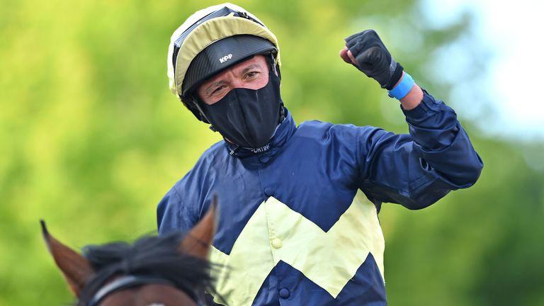 Frankie Dettori returns in triumph at Kempton