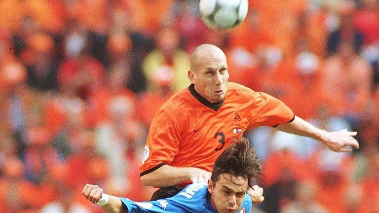 Stam battling against Filippo Inzaghi in the semi-finals of Euro 2000.