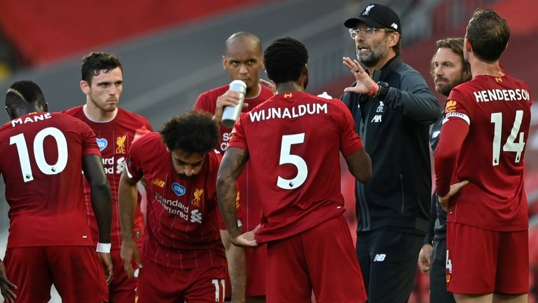 Jurgen Klopp issues instructions in a water break during Liverpool's win vs Crystal Palace