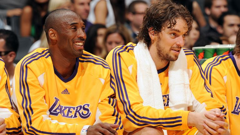 Kobe Bryant and Pau Gasol pictured on the bench during a Lakers friendly against Barcelona in 2008