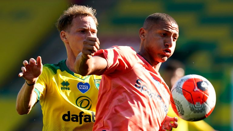 Richarlison of Everton is challenged by Ondrej Duda of Norwich