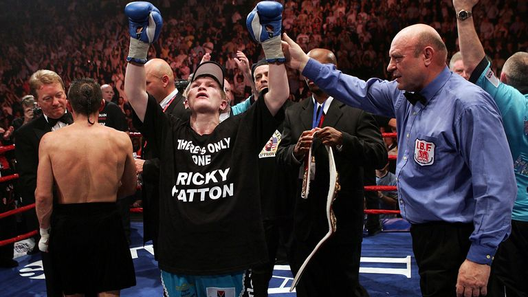 MANCHESTER, ENGLAND - JUNE 4:  Ricky Hatton celebrates beating Kostya Tszyu during the IBF light welterweight title fight at the MEN Arena on June 4, 2005 in Manchester, England. (Photo by John Gichigi/Getty Images) *** Local Caption *** Ricky Hatton; Kostya Tszyu