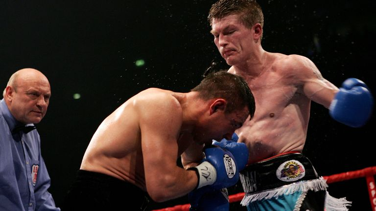 MANCHESTER, ENGLAND - JUNE 4:  Ricky Hatton in action against Kostya Tszyu during the IBF light welterweight title fight at the MEN Arena on June 4, 2005 in Manchester, England. (Photo by John Gichigi/Getty Images) *** Local Caption *** Ricky Hatton; Kostya Tszyu