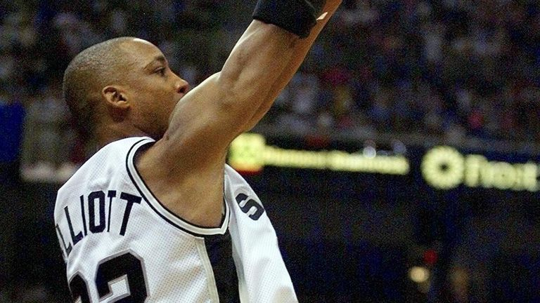 Sean Elliott shoots a late three-pointer for San Antonio against Portland in Game 2 of the 1999 Western Conference Finals