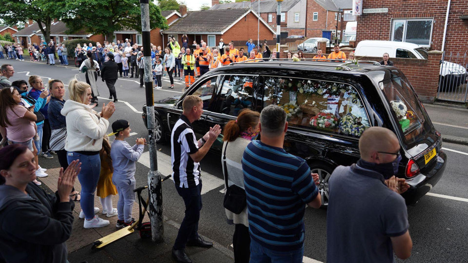 Fans say goodbye to Jack Charlton