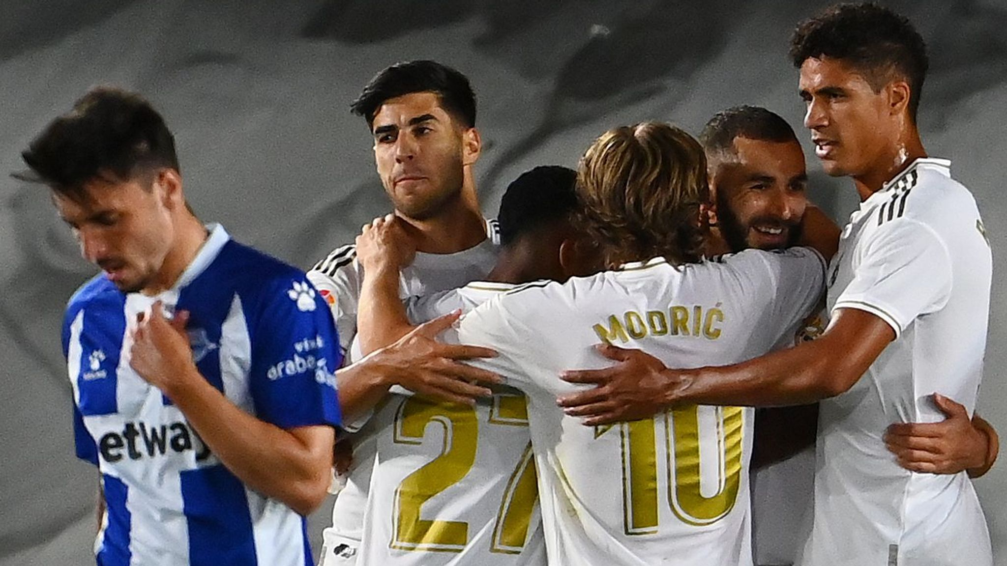 Real Madrid 2-0 Alaves: Real move within two wins of title with comfortable win