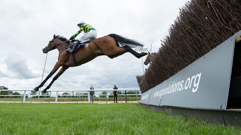 Nineohtwooneoh ridden by Harry Cobden winning at Southwell