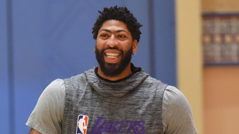 Anthony Davis in action during a Lakers practice in Orlando