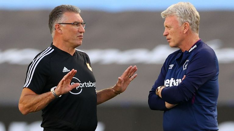 Watford's English head coach Nigel Pearson (L) talks with West Ham United's Scottish manager David Moyes (R) on the pitch ahead of the English Premier League football match between West Ham United and Watford at The London Stadium, in east London on July 17, 2020