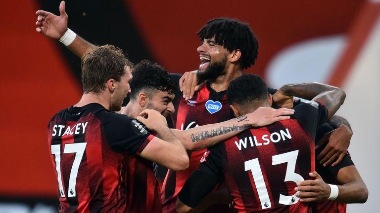 Dominic Solanke merayakan gol untuk Bournemouth melawan Leicester