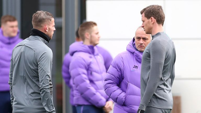 Jose Mourinho, Manager of Tottenham Hotspur speaks to Toby Alderweireld and Jan Vertonghen of Tottenham Hotspur during the Tottenham Hotspur training session at The Tottenham Hotspur Training Centre on March 09, 2020 in Enfield, England. Tottenham Hotspur will face RB Leipzig in their UEFA Champions League round of 16 second leg match on March 10, 2020. (Photo by Alex Morton/Getty Images)