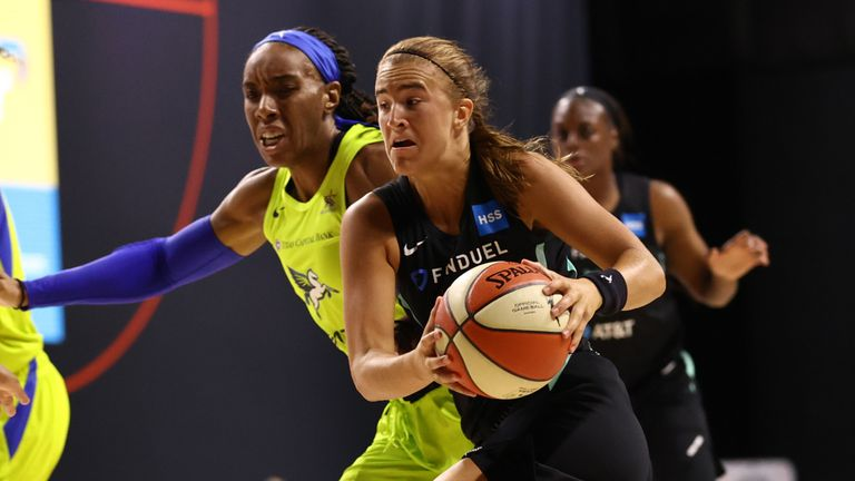 Sabrina Ionescu goes on the attack against the Dallas Wings