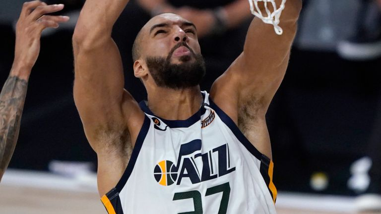 Rudy Gobert attacks the rim against the New Orleans Pelicans