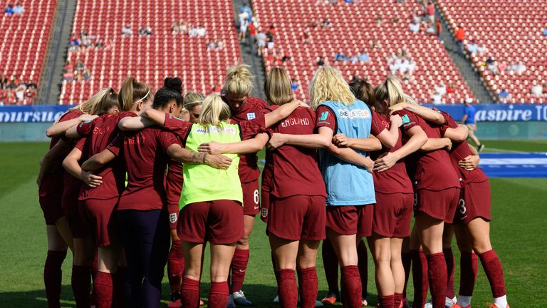 England players huddle during the 2020 SheBelieves Cup