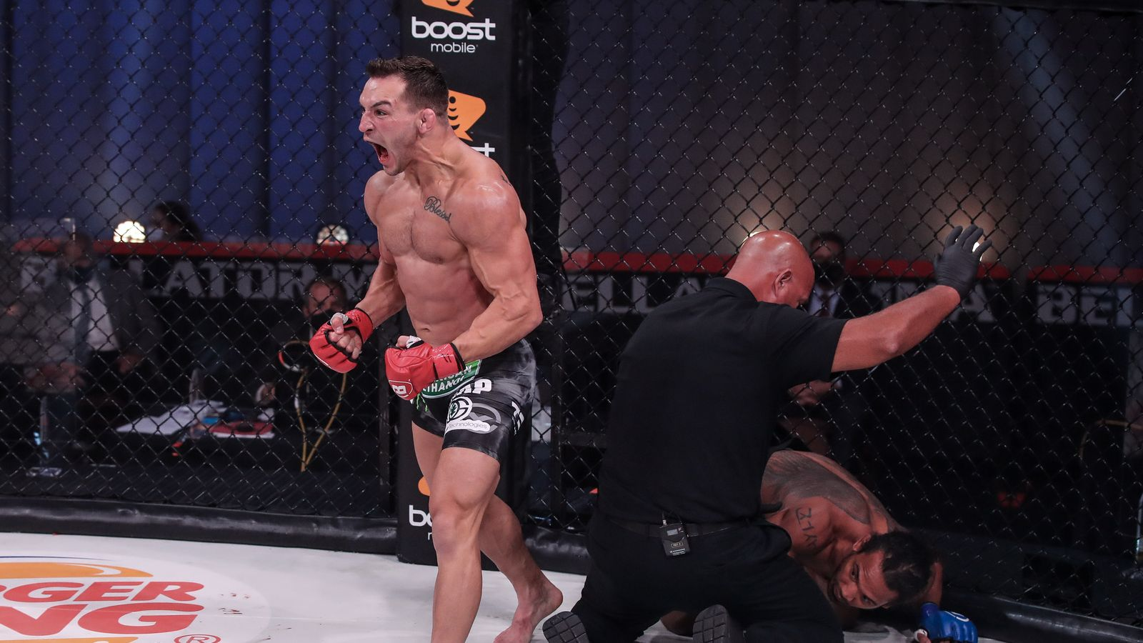 Bellator 243: Michael Chandler knocks out Benson Henderson in first round |  MMA News | Sky Sports