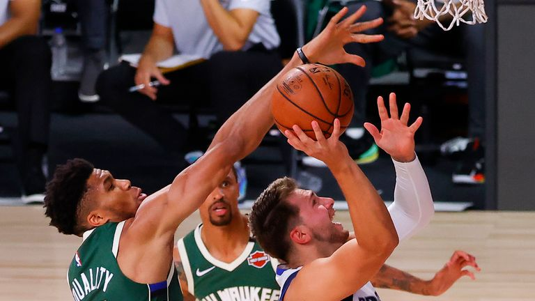 Highlights of the seeding match between the Milwaukee Bucks and the Dallas Mavericks from Orlando.
