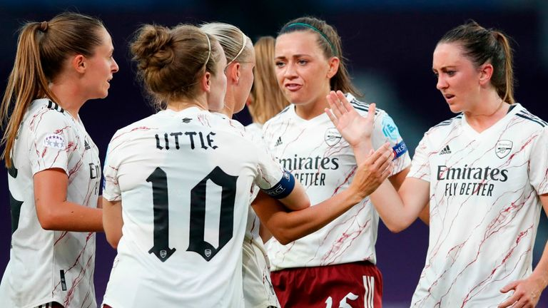 Arsenal's English forward Beth Mead celebrates with teammates after scoring the 1-1 goal during the UEFA Women's Champions League quarter-final football match between Arsenal and Paris SG