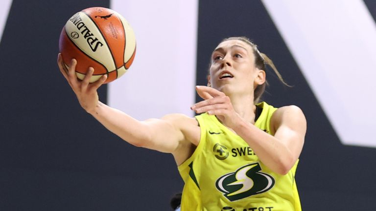 Breanna Stewart shoots the ball against Chicago