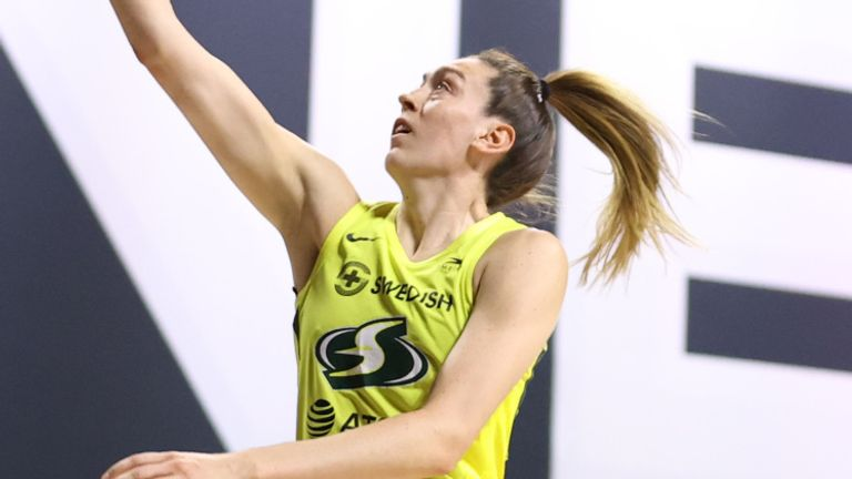 Breanna Stewart rises to score against the Chicago Sky