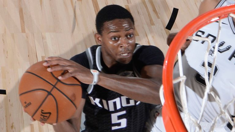 De'Aaron Fox drives to the hoop during the Kings' loss to the Spurs