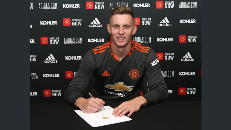 Dean Henderson, Manchester United contract signing