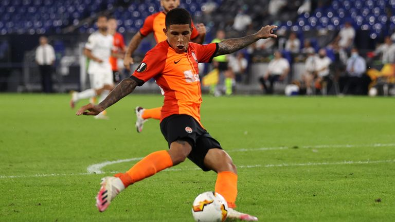 Dodo steers home his finish to make it 4-0 to Shakhtar Donetsk