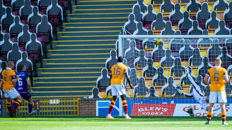 Reynolds' goal, seven minutes after half-time, lifted Dundee United up to third in the table
