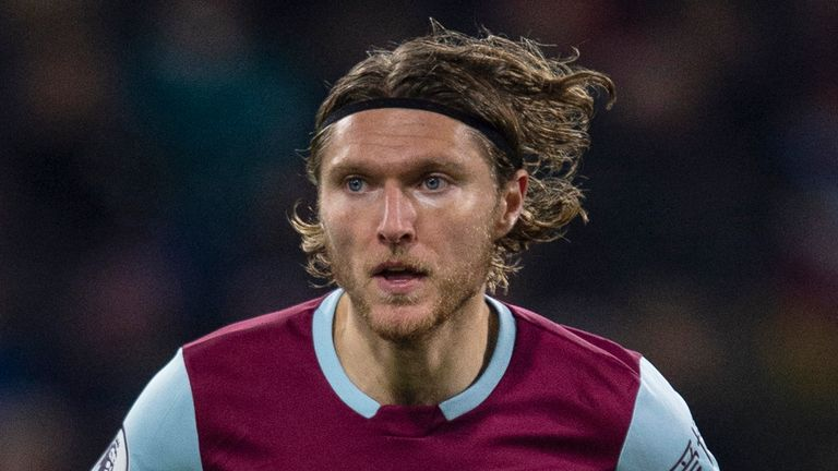 Jeff Hendrick has joined Newcastle on a four-year deal