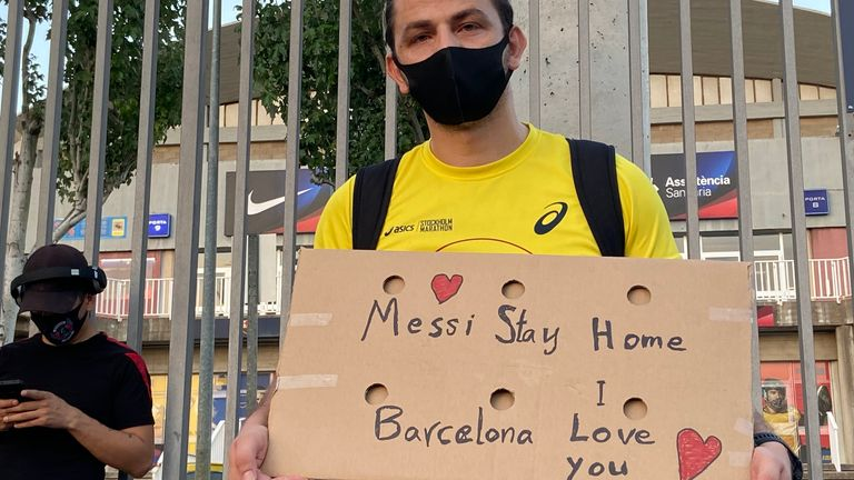 Barcelona fans have been manifesting their support for Messi for the past two days