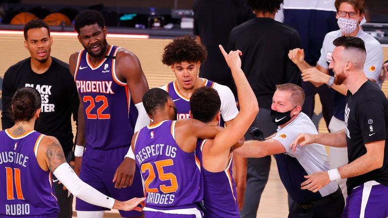 Despite 27 points from Kawhi Leonard, Devin Booker's dramatic buzzer beater saw the Phoenix Suns stun the Los Angeles Clippers 117-115.