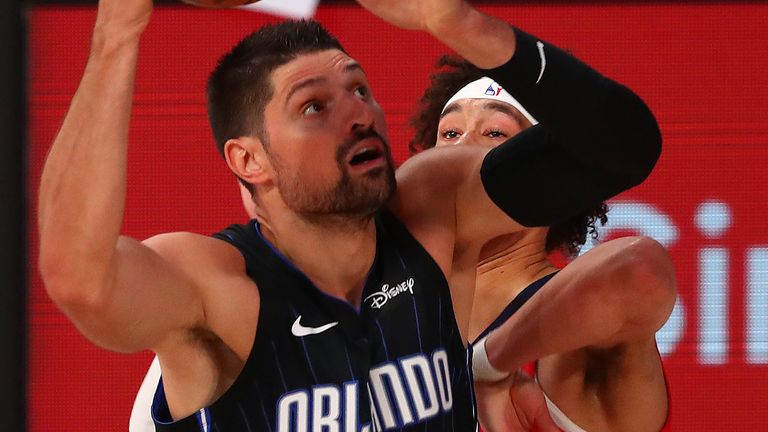 Nikola Vucevic attacks the basket against the Pelicans