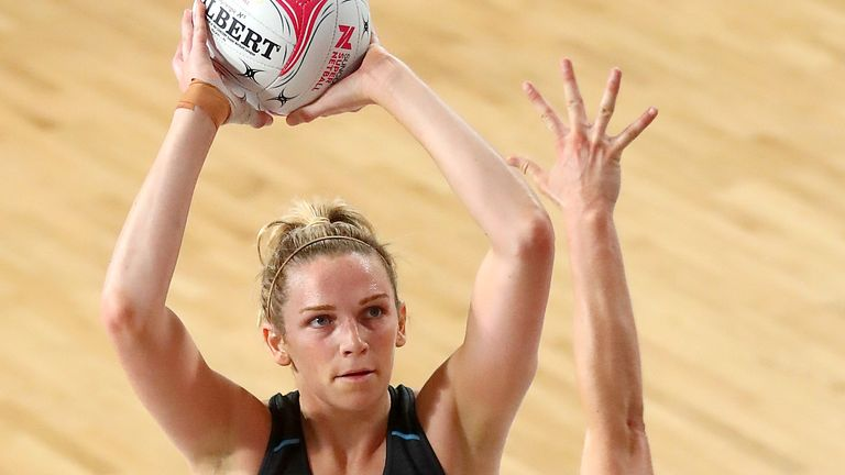 Jo Harten in action for the GIANTS in Suncorp Super Netball