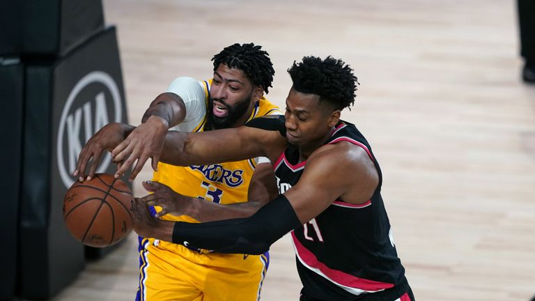 Anthony Davis of the LA Los Angeles Lakers against the Portland Trail Blazers