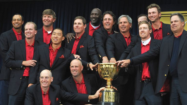 The US team poses with the trophy after winning the Presidents Cup in 2009