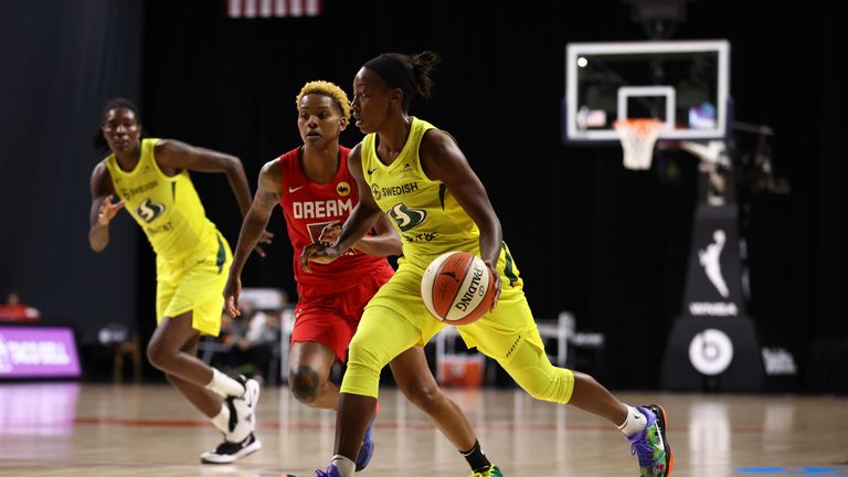 Jewell Loyd #24 of the Seattle Storm handles the ball against the Atlanta Dream on August 6, 2020 at Feld Entertainment Center in Palmetto, Florida.