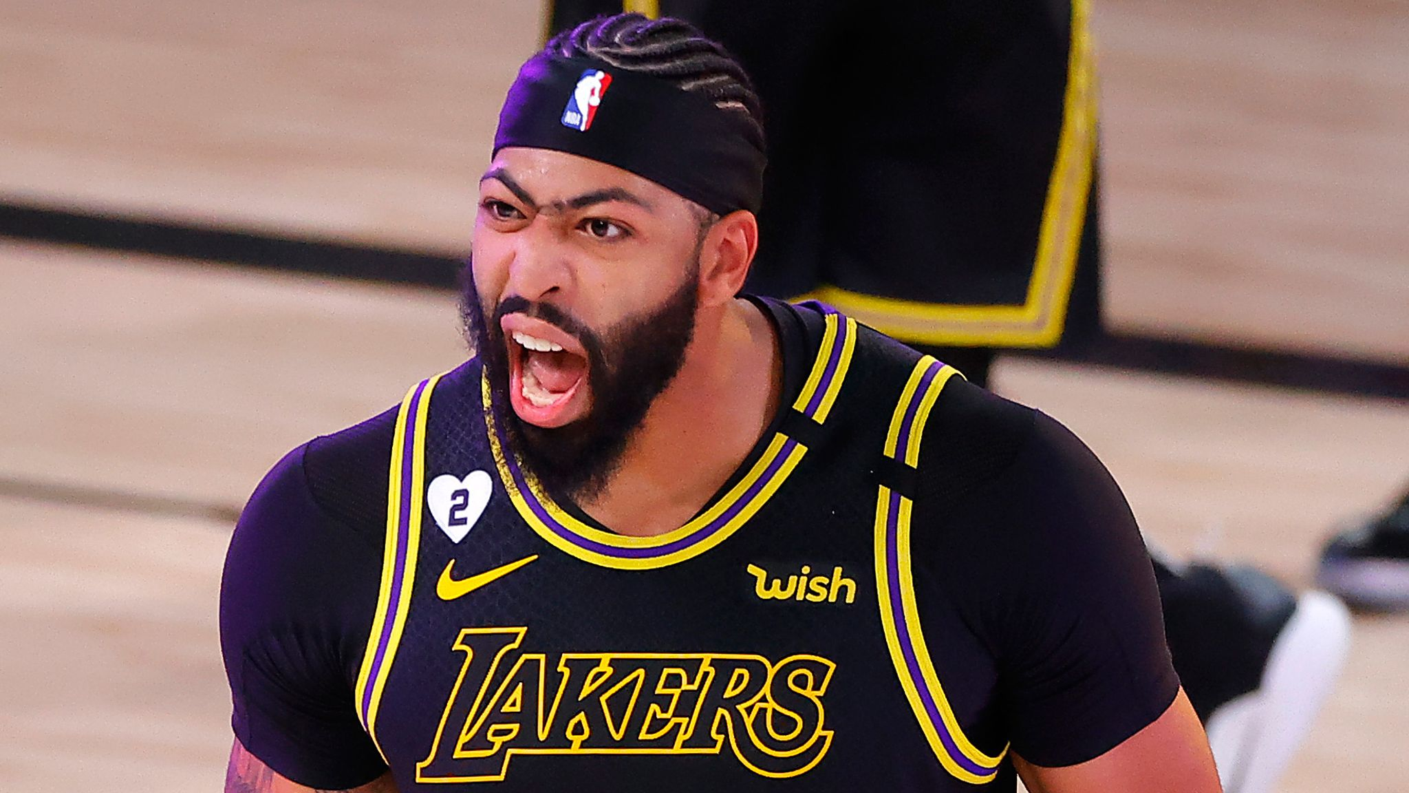 Anthony Davis drains three-pointer at the buzzer to lift Lakers ...