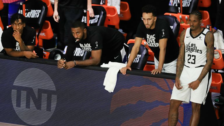 La Clippers bench