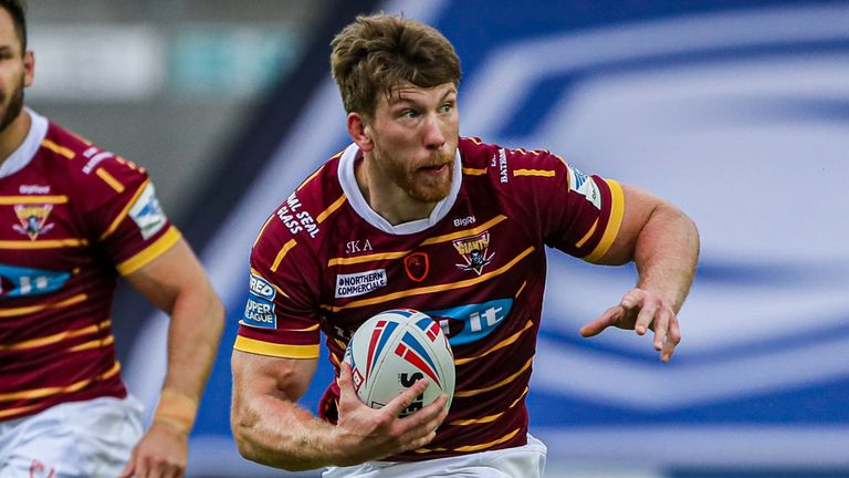 Huddersfield's Adam Walne will move on from full-time rugby at the end of 2020